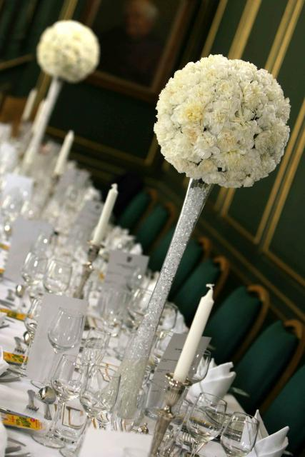Alluring Floral Arrangements For Weddings
